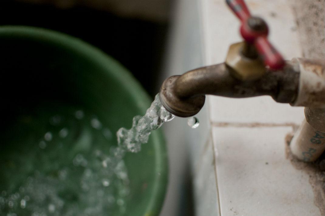 Desde 800 hasta 4 mil pesos por tirar el agua